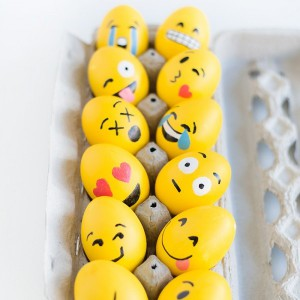 DIY-Emoji-Easter-Eggs
